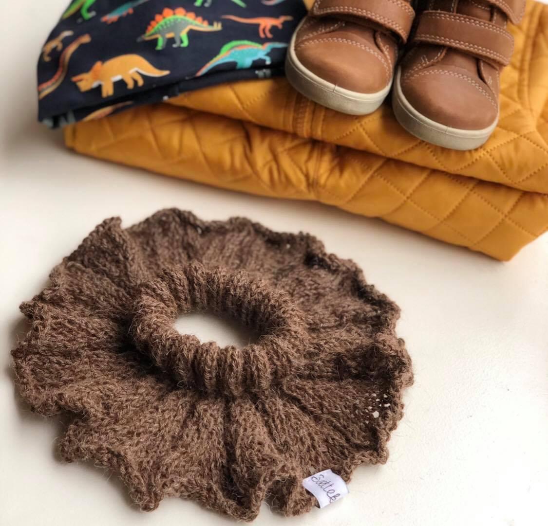 strikket halsedisse